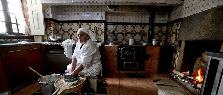 Queijeira de Seia faz queijos à moda antiga